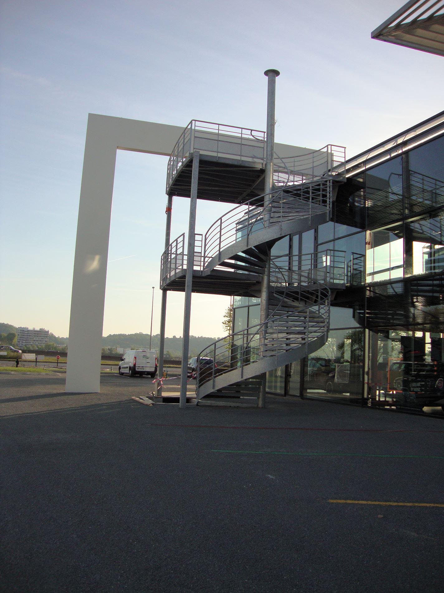 Etude de conception d 39 un escalier ext rieur en acier for Etude de conception