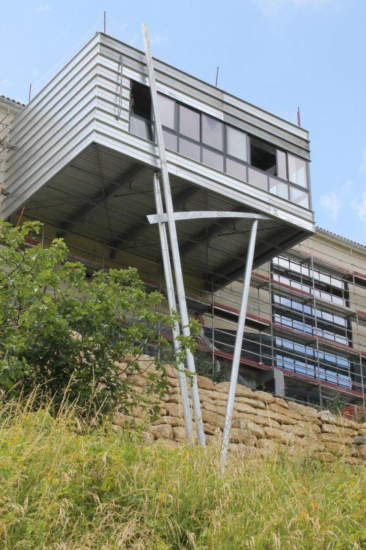 Construction d 39 une salle suspendue en structure m tallique for Structure metallique architecture